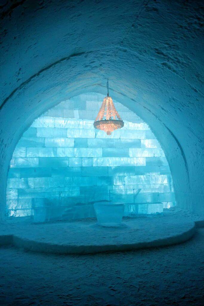 blått ljus i isrum